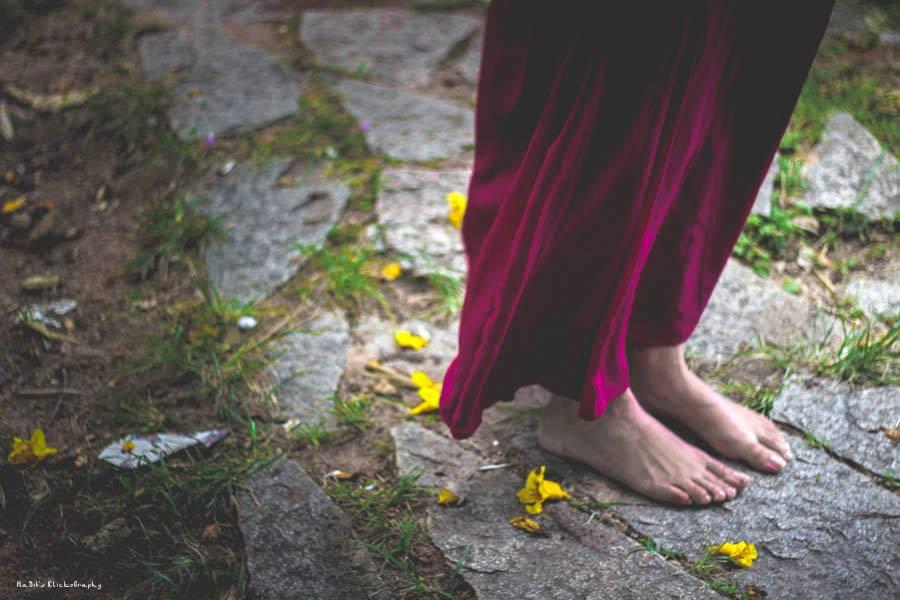 औरतों की हालत पर सवाल उठाती कविता 'हमारे समाज से' | एक कविता बिहार से