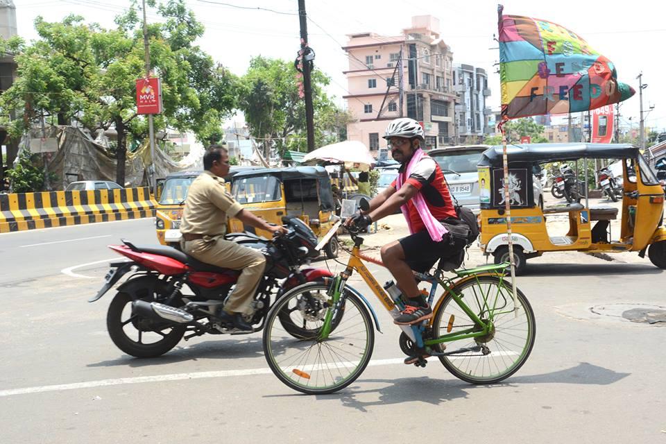 राइडर राकेश, वो बिहारी जो साइकिल पे निकला है लिंग-भेद मिटाने