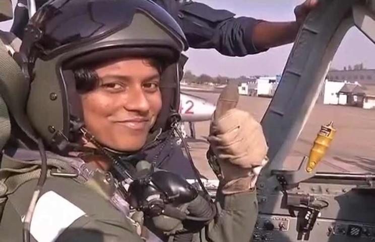 बिहार कि बेटी भावना कांत देश की पहली महिला फाइटर पायलट में शामिल |