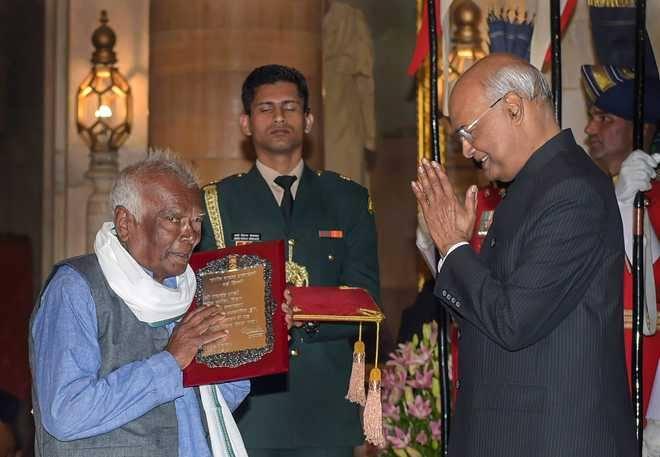 "Ramchandra Manjhi who kept Bihar's tradition ""Launda Naach"" alive For 84 Years"